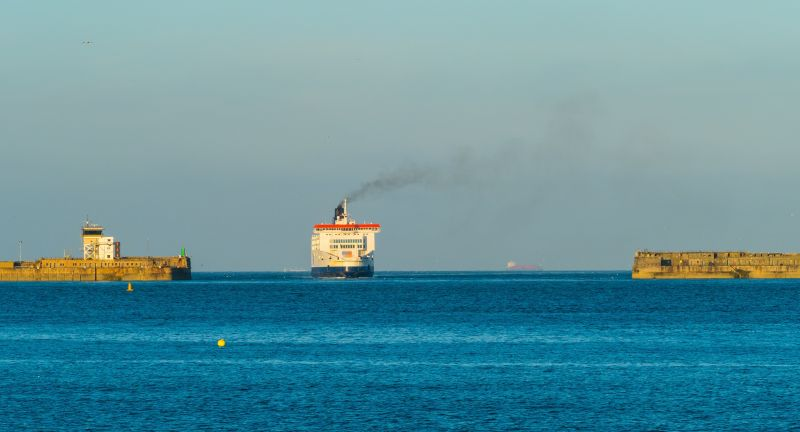 dover, ship, hafen, fähre, harbor, schiff, panorama, sea, meer, brexit, handel, industrie, transport, ferry, lorry, industry, english channel, north sea, eu, european union, nordsee, ärmelkanal, branche, fracht, güter, gütertransport, symbolfoto, symbolbild, europa, economy, import, panoramafoto, güterverkehr, nautisch, europäische union, great britain, fähren, ferries, ships, schiffe, england, gb, großbritannien, schiffsreise, küste, industriehafen, fährhafen, port, ärmkelkanal, channel