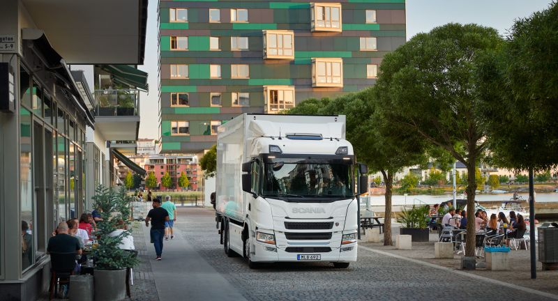 Truck, White, Front, view, three, quarter, right, E-Mobilität, Elektro-Lkw, Scania, Traton, VW